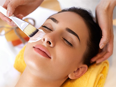 We offer courses for the aspiring Cosmetologist, Esthetician